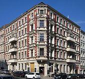 Berlin,_Kreuzberg,_Chamissoplatz_4,_Mietshaus
